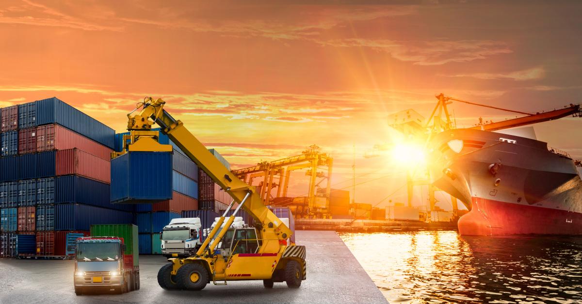 Operador portuario de carga y logística
